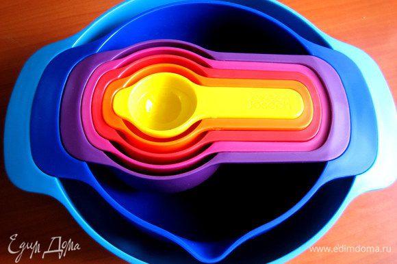 Кто помнит, вот пластиковый яркий набор посуды...