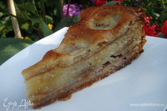 Пирог вкусный и очень необычный! Абсолютный торт!! И весь секрет в раст.масле! Пирог режется ложкой как торт, тает во рту, и бананы здесь, просто сказка. Это не слоеный пирог, а одна большая радость.
