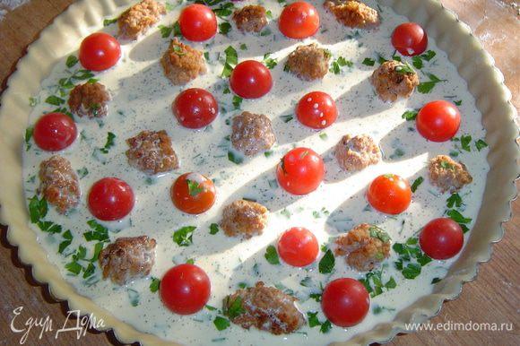 Выливаем заливку на мясные шарики с помидорами черри, выпекаем при 180 гр. 40 минут.