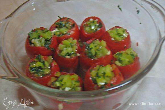 В этом году я готовила не один раз очень вкусные помидоры от Натахан. http://www.edimdoma.ru/retsepty/43731-pomidory-malosolnye-suhoy-sposob