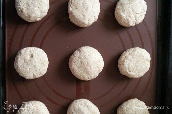 Формируем булочки, накрываем и ставим в теплое место еще на 1 час.