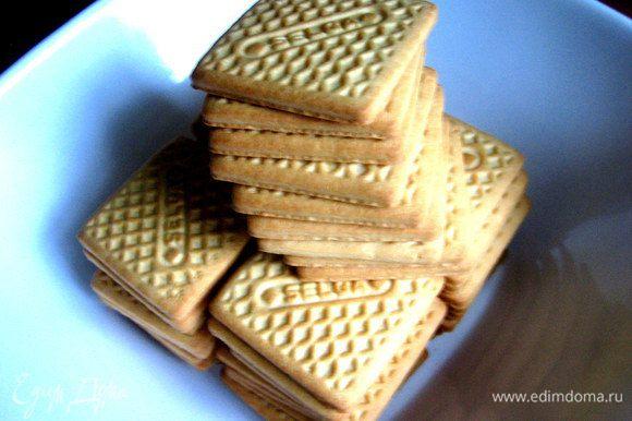 Печенье лучше брать квадратное или прямоугольное...От вкуса печенья много зависит,поэтому самое дешевое не стоит брать!