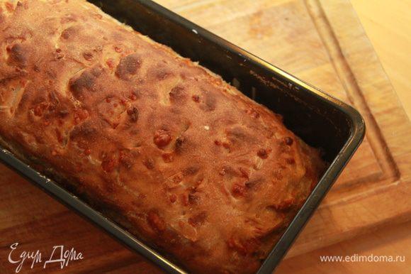 Выпекать в хлебной форме в предварительно нагретой духовке при 220*С первые 10 минут с паром, потом без пара ещё 20-25 минут. Остудить в форме. Приятного аппетита!