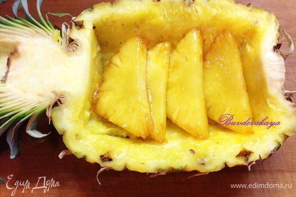 Выкладываем на тарелку (или в половину ананаса, но таких порций получится только 2) карамелизированные дольки ананаса и сверху выкладываем рябчика. Можно полить дичь оставшейся карамелью и не страшно если она немного растаяла – это будет очень вкусно ! ENJOY !