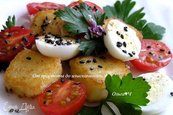Посыпать кунжутом, сбрызнуть оливковым маслом и соком лимона, присолить, поперчить. Украсить цветками базилика и подавать. Приятного аппетита! ;)