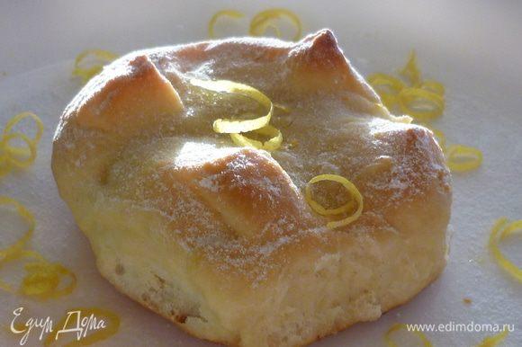 Готовые булочки можно присыпать сахарной пудрой. Приятного аппетита!
