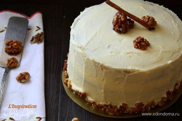 Я хотела сделать такой модный небрежный торт, поэтому украсила довольно просто! Этот торт делается очень просто, но получается очень вкусным и красивым!!