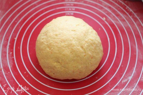 Замесить тесто как на пельмени, оставить на отдых. В это время приготовить фарш.