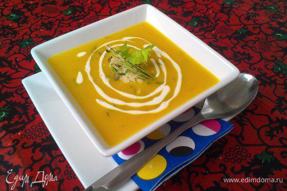 Украсить при подаче на стол сметаной, сыром и зеленью. Приятного аппетита и солнечного настроения!