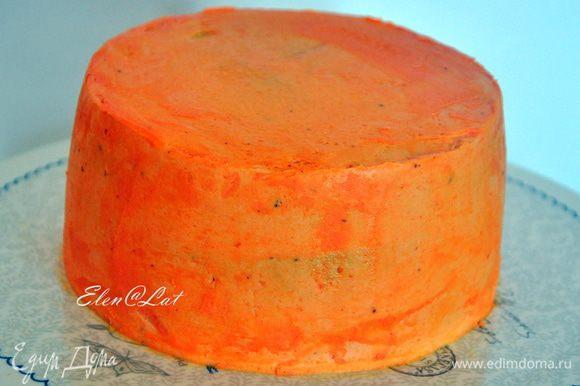 Сверху торт также обмазать кремом и поставить застывать в холодильник.