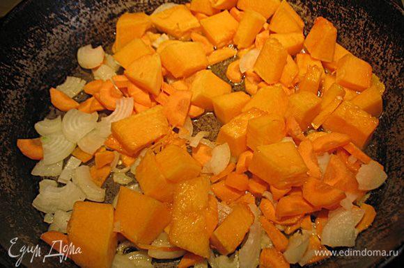 Обжарить на растительном масле до мягкости, периодически помешивая.