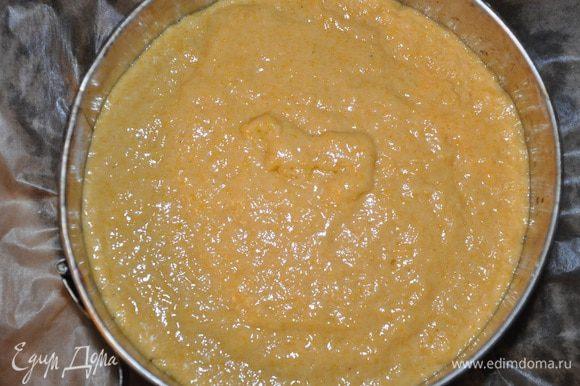 Вылить поверх тесто и отправить в духовку на 30-35 минут. (ориентируйтесь по своей духовке, до сухой зубочистки).