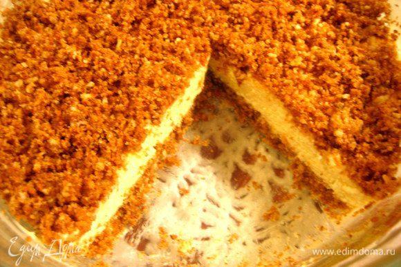 Как только желе схватится,тортик готов и можно вырезать кусочек на пробу.