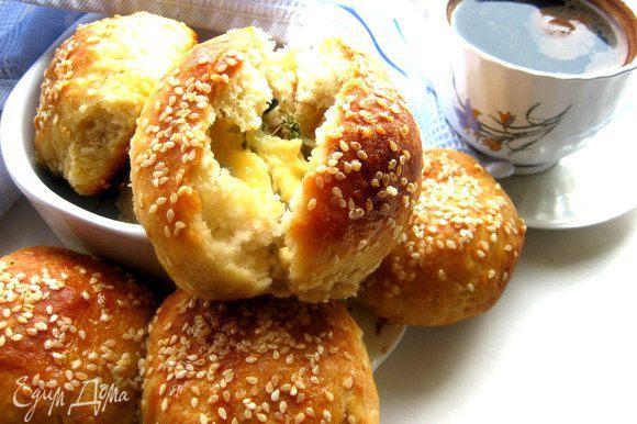 Можно испечь хлеб и одним большим караваем, но порционно всё же удобнее гораздо!