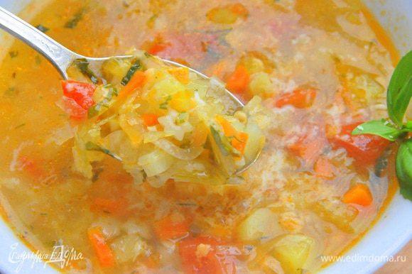 А чтобы придать супу более насыщенный вкус посыпьте его твердым ароматным сыром. Приятного аппетита.
