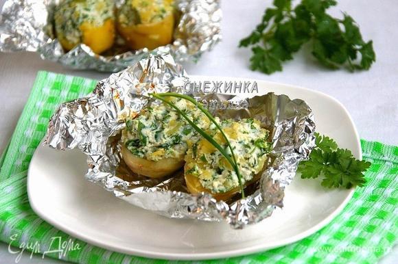 Подавать картофель можно порционно в фольге. Приятного аппетита!