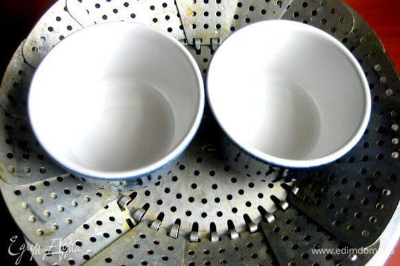 Давно хотела иметь маленькие керамические формочки...,пока купила две,но буду ещё парочку приобретать))) Верх у них диаметром 8 см...,а дно-6 см.