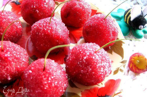 Когда я заглянула позже в холодильник...,там оставалось только две вишенки))) Ну ничего...,сок и печенье с орешками есть,приготовлю ещё!