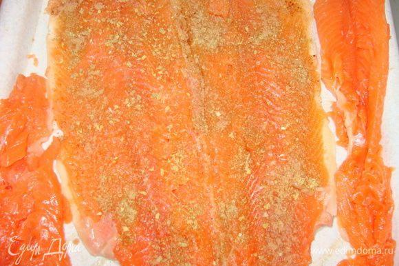 Слегка отбить тушку и посыпать пряностями(приправой для рыбы, кориандром молотым и мускатным орехом) и солью.