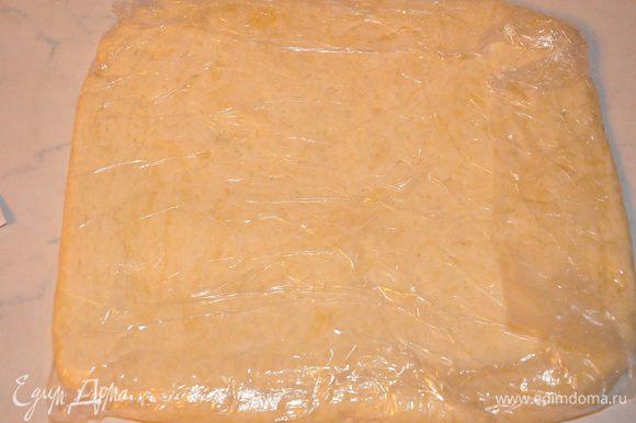 Раскатать в квадрат со сторонами примерно 10 см. и завернуть в пищевую плёнку и отправить в холодильник, также на 2 часа. И про скалку с ковриком тоже не забудьте.