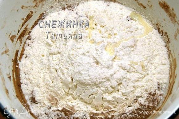 Готовим тесто 2. В миску насыпаем 245 г муки, 10 г порошка какао (около 1 ст.л.), добавляем соль, сок лимона. Перемешиваем.