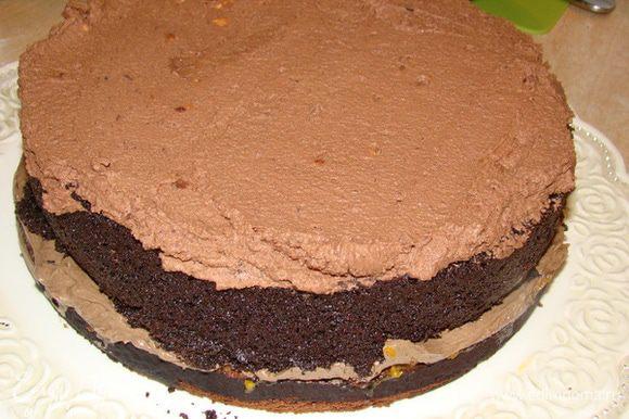Сверху - бОльшую часть шоколадного мусса.