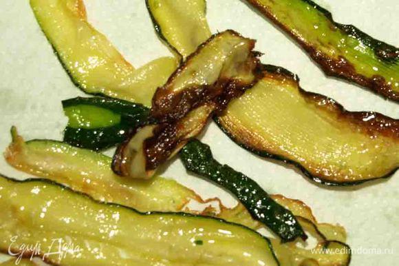 Полоски солим по вкусу и обжариваем в растительном масле (1 ст. ложка). Выкладываем на тарелку с салфеткой, чтоб убрать лишнее масло.