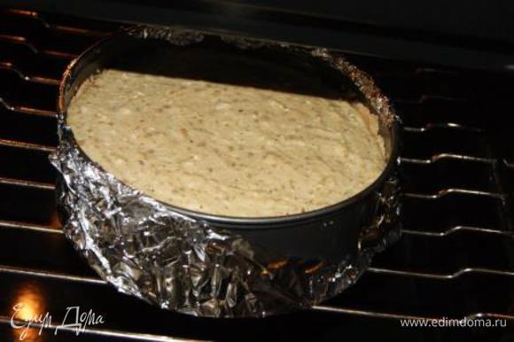 На яблоки выложить творожную массу. Отправить в духовку на 40-50 минут при темпер 180 гр.