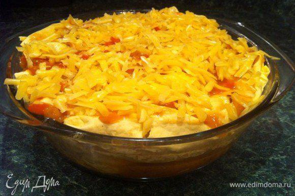 Сверху рулетов выкладываем остальной соус и посыпаем сыром. Выпекать в разогретой духовке (200') минут 15-20. Приятного аппетита!