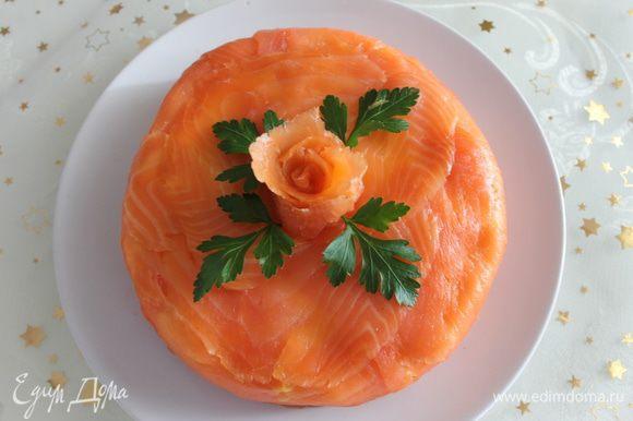 Ну еще один вариант этого салата, просто в круглой форме. Поздравляю всех с Рождеством!