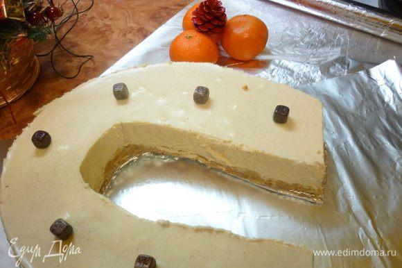 """Очень мне хотелось """"подковистый"""" тортик.Да не люблю я возиться с бисквитами. Вот прошерстила просторы инета, выбрала подходящий рецепт. Купила продукты. 31 декабря я работала. Устала. И мама принесла торт из магазина. А этот...я его сегодня приготовила."""
