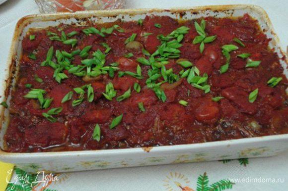 3. Готовое блюдо посыпать зеленью по вкусу. Из-за достаточного количества овощей в самом блюде, можно подавать без гарнира.