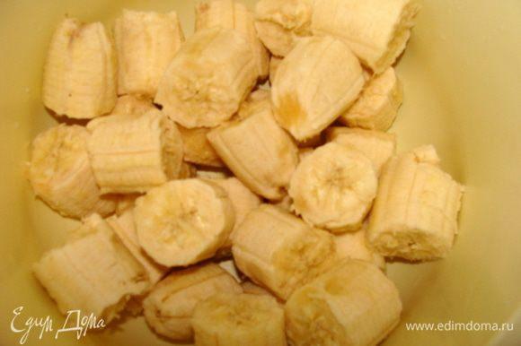 Крем: Бананы очистить, наломать кусочками.