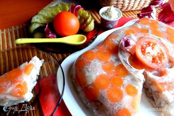 И сразу подаём с хренчиком, солёным огурчиком и салатными листьями)))