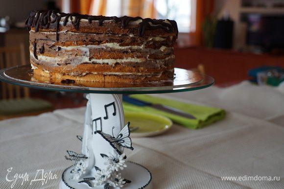 Торт украсить растопленным или тертым шоколадом. Приятного аппетита!