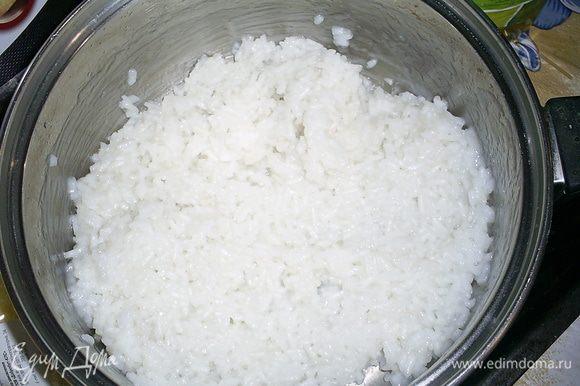 Рис отварить до готовности в стакане (250мл) подсоленной воды. Остудить.