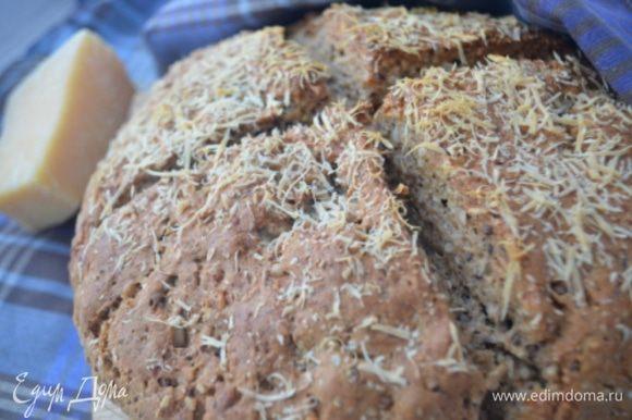 Выпекать хлеб 35 минут при 200 гр. Он должен покрыться аппетитной румяной коркой.