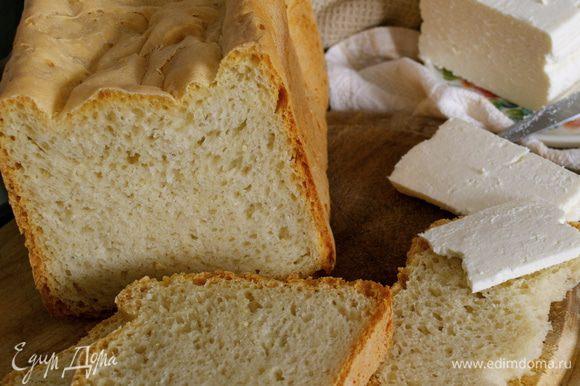 """Хлебушек получается вкусный, с хрустящей корочкой и нежным мякишем... )))) Хорош ко всему! ;) Мне напоминает белый """"кирпич"""" из детства... только лучшего качества!"""