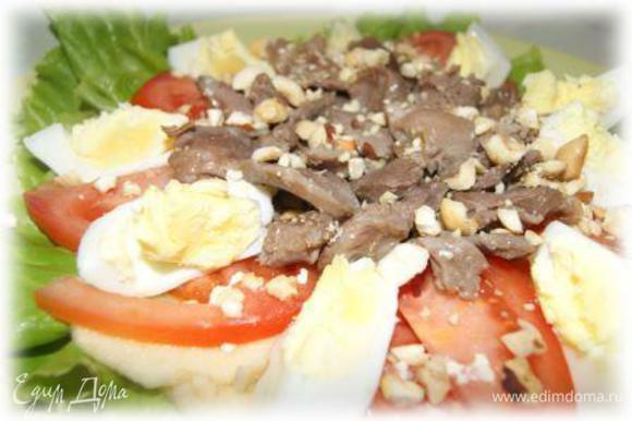 Посыпать салат орешками, полить оливковым маслом. Приятного аппетита!!!