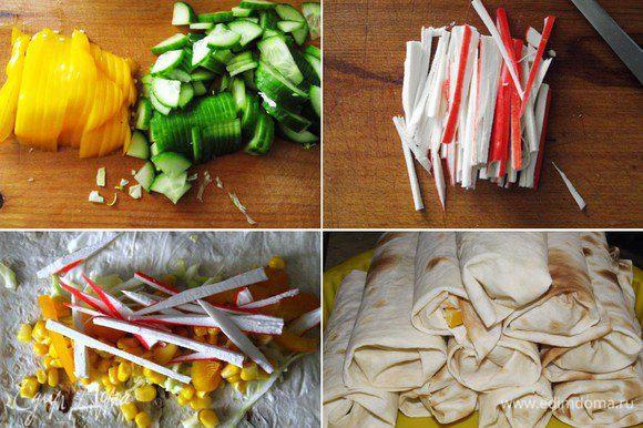 Лаваш с овощами и крабовыми палочками. Нарезаем овощи соломкой, крабовые палочки тонкими полосками. Травку промыть и просушить. Лаваш разрезаем на 4 части. Сбрызнуть оливковым или растительным маслом, выложить овощи слоями, добавить немного кукурузы, соль и перец по вкусу, травку, а в конце несколько капель масла и сока лимона. Завернуть плотно в рулет и поставить в форму.