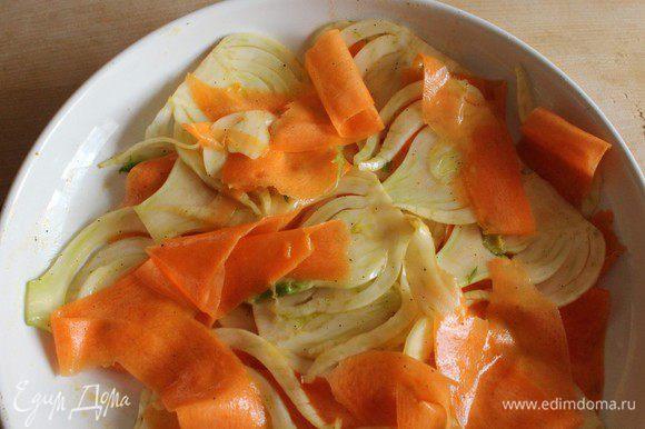 Выложить овощи в форму для запекания.