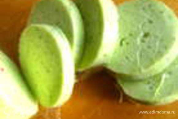 Потом очень удобно резать кружочками и размазывать по хлебу! Ещё я его использовала вот в таких канапе: http://www.edimdoma.ru/retsepty/61540-pikantnye-kanape-iz-svekly