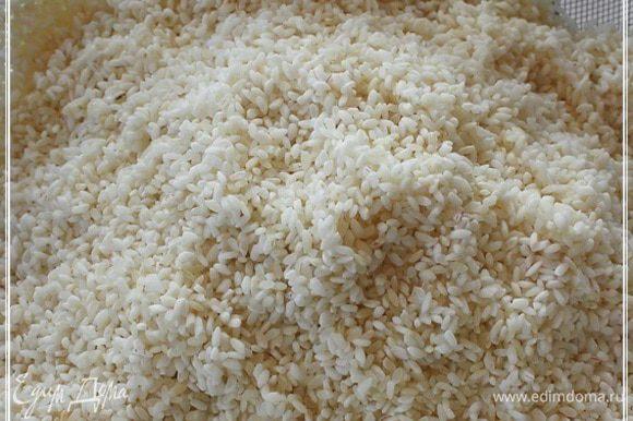 Чистота риса – это самое важное. Замачивать загодя или не замачивать – это дело стописятмиллионное. А вот ПРОМЫТЬ – это архиважно, как говаривал незабвенный, кстати, тоже, говорят, плов любил.