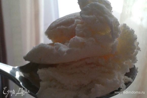 Мороженое я готовила по этому рецепту: http://www.edimdoma.ru/retsepty/66459-morozhenoe-slivochnoe-detstvo Анечка, тебе отдельное спасибо за рецепт. Мороженое получилось восхитительное!