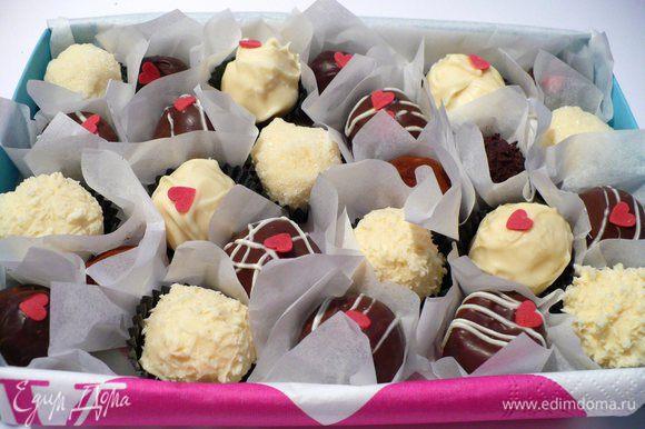 Как вариант декора также можно использовать белый шоколад и разные кондитерские присыпки. Тут уж на усмотрение! Приятного сладкого аппетита!