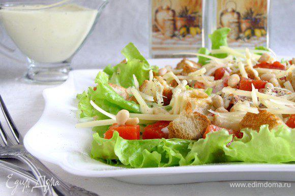 Можно подавать на стол. Получается очень вкусно! Но мне в этом салате не хватило помидор. В следующий раз обязательно добавлю помидоры черри.)))