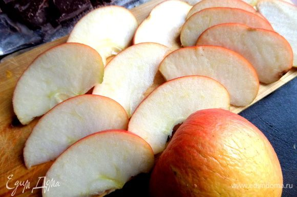 И яблоко...Желательно с яркой кожурой для декора)))