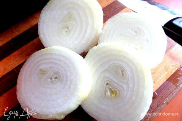 Луковица нужна большая и сочная...,тоже толсто нарезать.