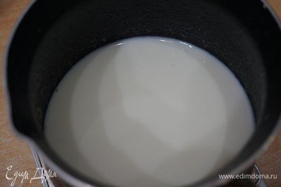 Агар-агар заливаем молоком.