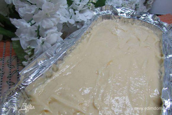 Выложить тесто в форму для выпекания.